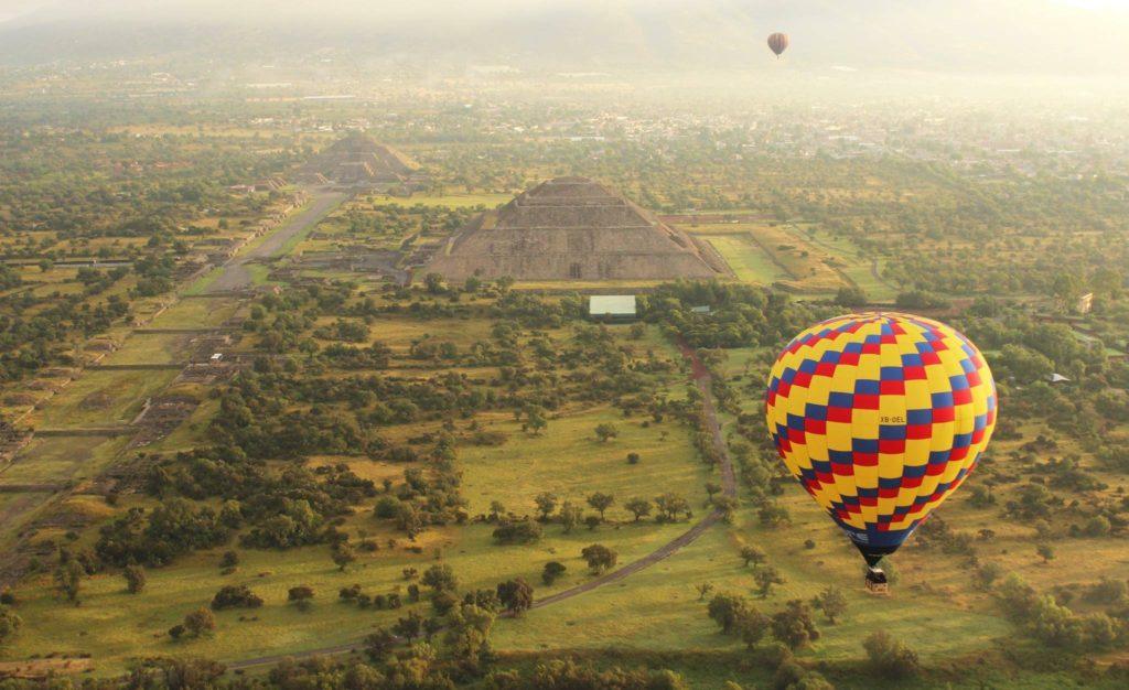 volar-en-globo-aerostatico-en-teotihuacan-a-buen-precio